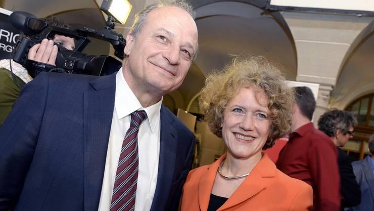 Beide haben Grund zum Lachen: Corine Mauch (SP) bleibt Stadtpräsidentin und Filippo Leutenegger (FDP) gewinnt einen Stadtratssitz für die FDP zurück.