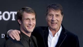 """Schauspieler David Rott (links) verkörperte im Film """"Der Mann mit dem Fagott"""" Udo Jürgens (rechts). Jetzt macht sich Rott fit für einen Marathon. (Archivbild)"""