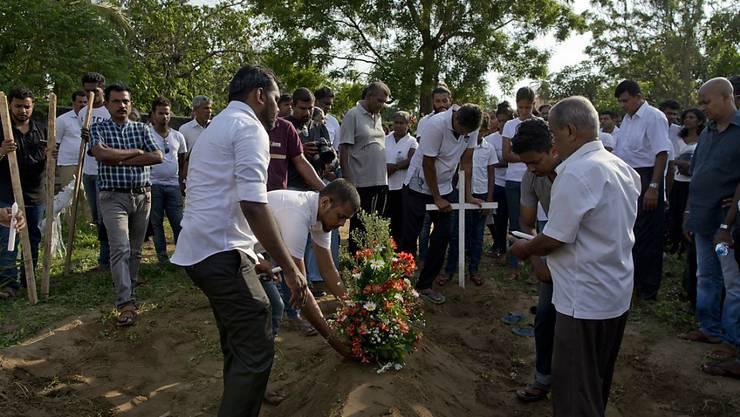 Erste Opfer der Anschläge in Sri Lanka wurden bereits beigesetzt.