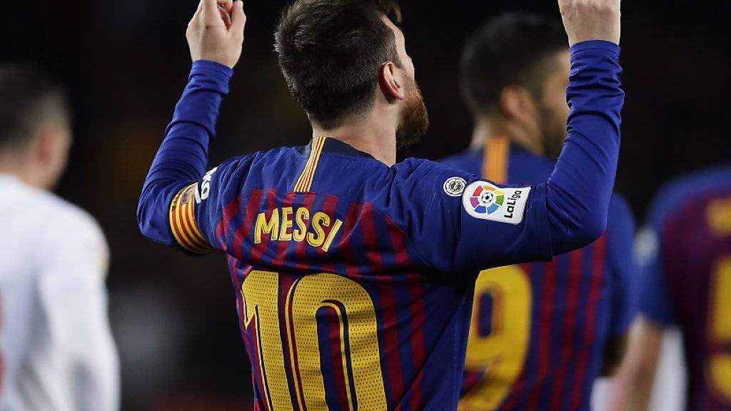 Lionel Messi bedankt sich beim Himmel: Er schoss für den FC Barcelona sein 400. Meisterschaftstor