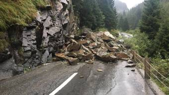 Beim Felssturz auf der Kantonsstrasse zwischen Andeer und Sufers im Kanton Graubünden wurde niemand verletzt.