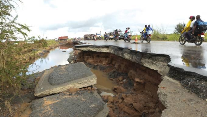 Ein Zyklon hat in Afrika zahlreiche Todesopfer sowie Verwüstungen angerichtet.