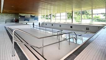 Das 16,6 Meter lange Schwimmbecken im Hallenbad ist derzeit noch ohne Wasser.