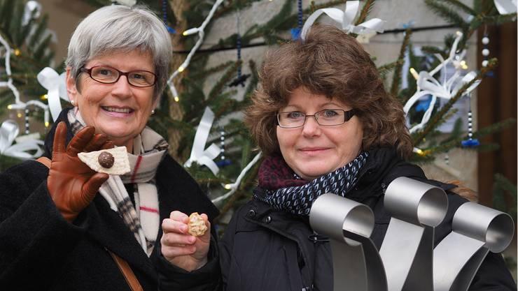 Kreativitätspreis für Heidi Müller Leuenberger (links); Monika Troller wurde zum dritten Mal Guetzlikönigin.