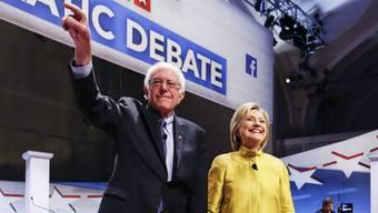 Sozialist Bernie Sanders und Hillary Clinton.
