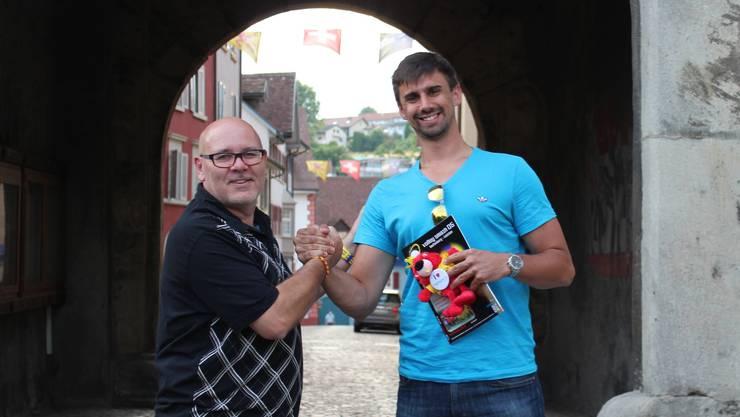 Lucian Jachowicz (rechts) mit Smash-Präsident Bruno Schmid.