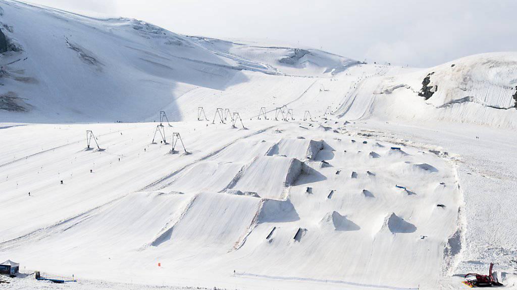 In Snowparks verunfallen jedes Jahr über 4400 Skifahrer und Snowboarder. (Archivbild)