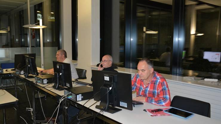 Die OT-Redaktion ist unfreiwillig bei der AZ zu Gast. Von links: Produzent Stefan Hauser, Chefredaktor Beat Nützi und Thal-Gäu Redaktor Erwin von Arb.