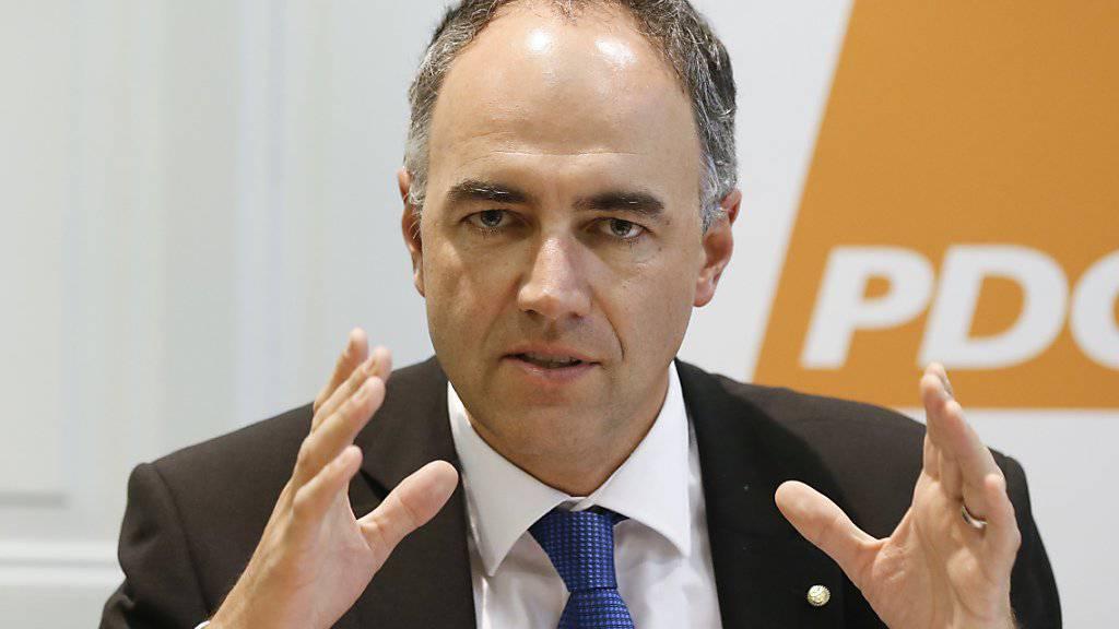 Noch-CVP-Präsident Christophe Darbellay ist von seiner Lokalpartei für das parteiinterne Auswahlverfahren im Hinblick auf die Walliser Regierungswahlen 2017 nominiert worden. (Archivbild)