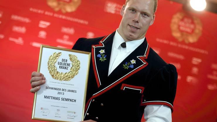 Schwingerkönig Matthias Sempach gewinnt den Award in der Sparte Schwinger des Jahres