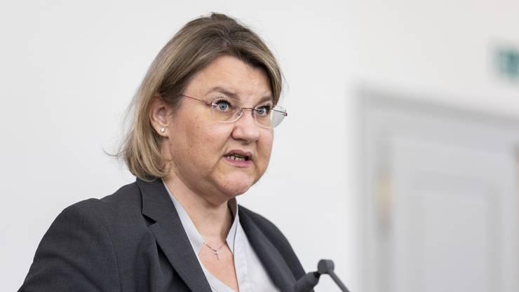 Kantonsärztin Yvonne Hummel sagt an der Medienkonferenz, die Contact Tracing Stelle komme wegen der steigenden Fälle an den Anschlag. (Bild vom April 2020)