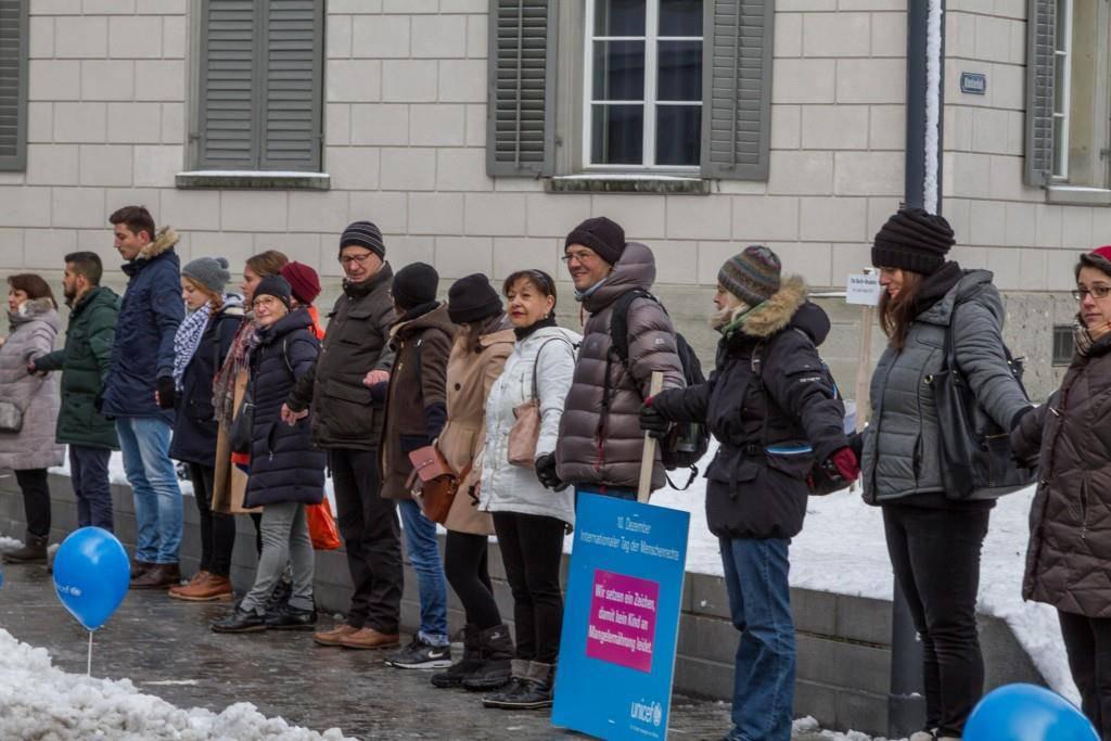Menschenkette in St.Gallen (© Unicef)