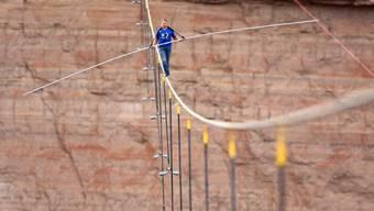 Nik Wallenda bei der Überquerung des Grand Canyons