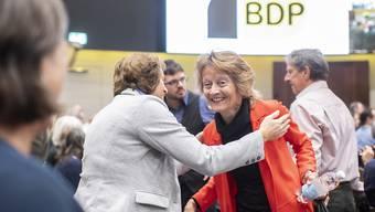 Anlass für die Parteigründung und dann Zugpferd: die frühere Bundesrätin Eveline Widmer-Schlumpf in Zürich (rot gekleidet).