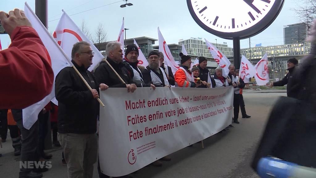 Demo gegen SBB: Sparen auf Kosten der Mitarbeiter?