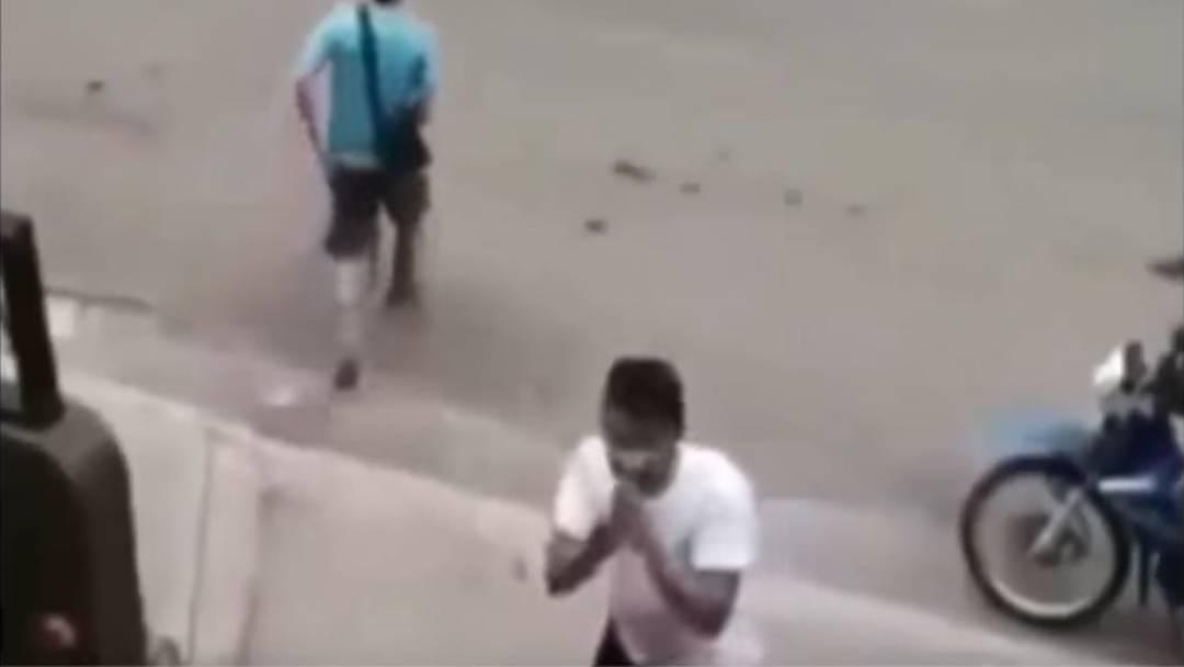 Von Überwachungskamera ertapp: Taschendieb entschuldigt sich.
