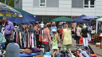 Insgesamt 53 Stände lockten viele Interessierte an den bereits zum zehnten Mal durchgeführten Vebo-Flohmarkt in Oensingen. fotos: Marc Imfeld