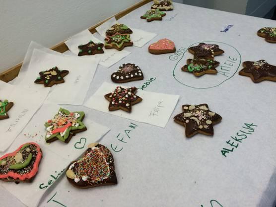 Die Lebkuchen-Kunstwerke sind zum Trocknen ausgelegt
