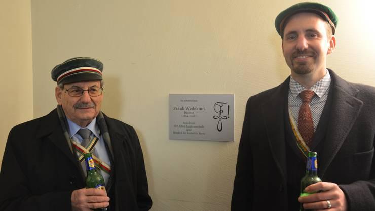 Die Initianten der «Wedekind-Tafel» Karl Gautschi (l.) und Oliver Kuster.
