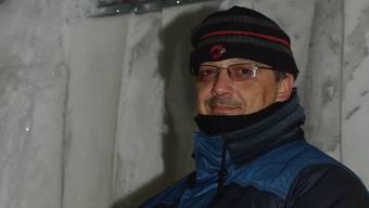 Markus Krüttli zieht sich warm an.