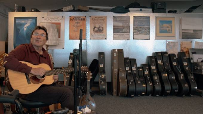 Max Lässer heute: Im Studio in Baden.