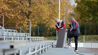 Aufbau der Extra-Tribüne für das Cup-Spiel SV Muttenz - FC Basel