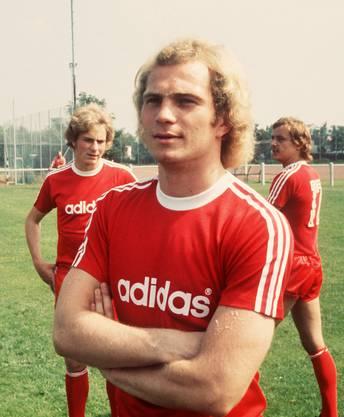 Uli Hoeness wurde 1952 in Ulm geboren. Dort war er auch Junior, ehe er zum FC Bayern München wechselte. Seit fast einem halben Jahrhundert ist er schier unzertrennlich mit dem Club verbunden.