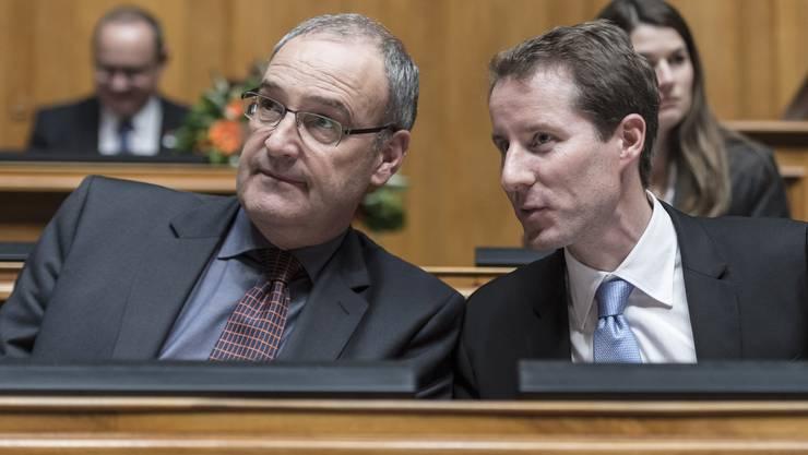 Thomas Aeschi (rechts) im Gespräch mit Bundesrat Guy Parmelin.