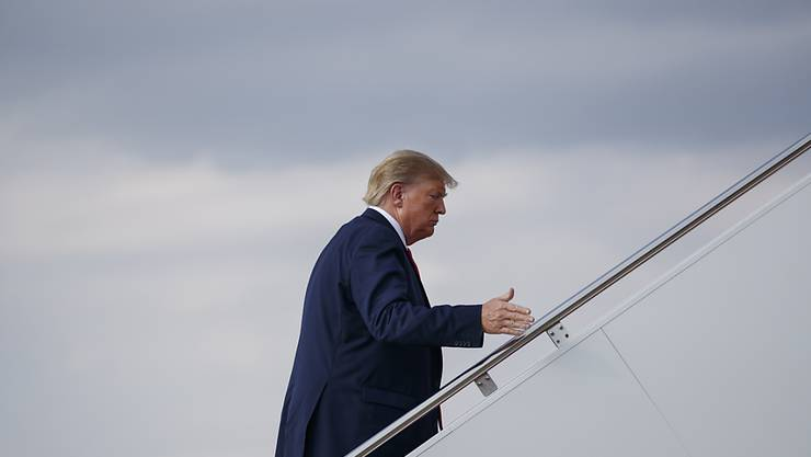 Stets ein paar Geldscheine in der Tasche: US-Präsdient Donald Trump ist laut eigenen Angaben ohne Kreditkarte unterwegs. (Archivbild)