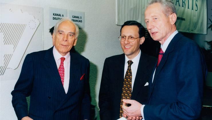 Marc Moret, der gestrenge Sandoz-Herrscher, Arzt Daniel Vasella (damals 42) und Alex Krauer, Ciba-Präsident.Mathias Leemann/Archiv Novartis AG