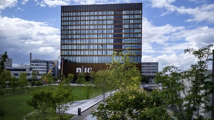 Gutes Beispiel: An den Glasfassaden des FHNW-Campus wurden Folien angebracht.