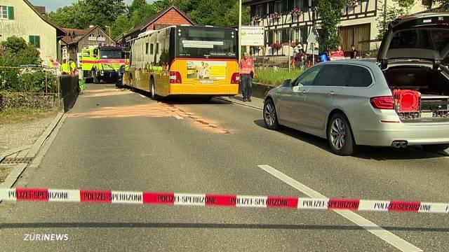 Schwerer Postauto-Unfall in Flaach