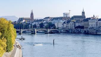 Die Postkartenansicht von Basel erhält mit dem Baloise-Turm zuwachs gut sichtbar von der erhöhten Johanniterbrücke.
