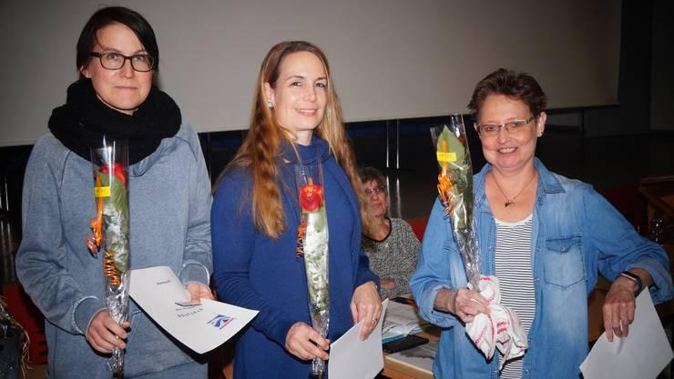 Mit einer Rose begrüssen wir Cramer Mirjam, Rüdy Janine, Spalinger Maya