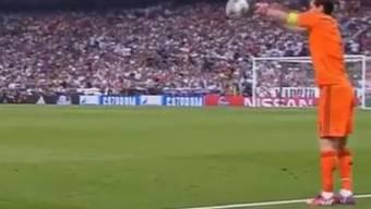 Real-Torhüter Iker Casillas und sein Foul-Einwurf im Spiel gegen Juventus Turin