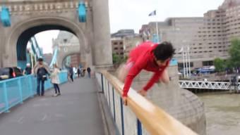 «Yo, yo, yo, heute habe ich ein sehr spezielles Video für euch, Leute», sagte Faisal Shinawari noch, bevor er sprang.