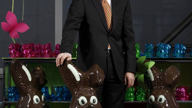 Hans-Ruedi Christen ist 1964 in Solothurn geboren. Nach Abschluss seiner Lehre zum Chemielaboranten studierte er an der Fachhochschule in Lausanne; später absolvierte er berufsbegleitend verschiedene Management-Weiterbildungen im In- und Ausland. Vor 16 Jahren kam er zur Chocolat Frey AG in Buchs und war zuerst als Leiter Packungsentwicklung, dann als Marketing- und Verkaufsleiter und schliesslich als Mitglied der Geschäftsleitung im Bereich Marketing und Entwicklung tätig. Heute ist er CEO der Migros-Tochter. Mit seiner Frau und den zwei schulpflichtigen Kindern lebt er in Solothurn.
