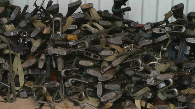 Nach dem Ende des Bürgerkriegs eingesammellte Waffen (Archiv)