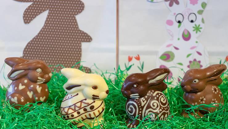 Schoggi-Osterhasen selber giessen und verzieren,Chocolat Frey machts möglich.