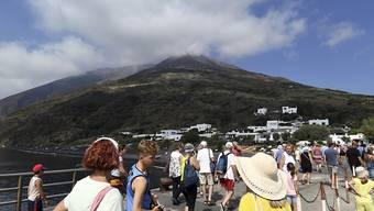 Die Touristen kehren nach dem heftigen Vulkanausbruch vom Mittwoch zurück auf Stromboli. Geologen verlangen einen effizienteren Evakuierungsplan für künftige Fälle.