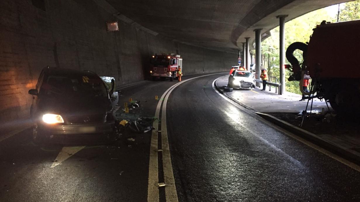6 Verletzte bei Unfall auf Axenstrasse