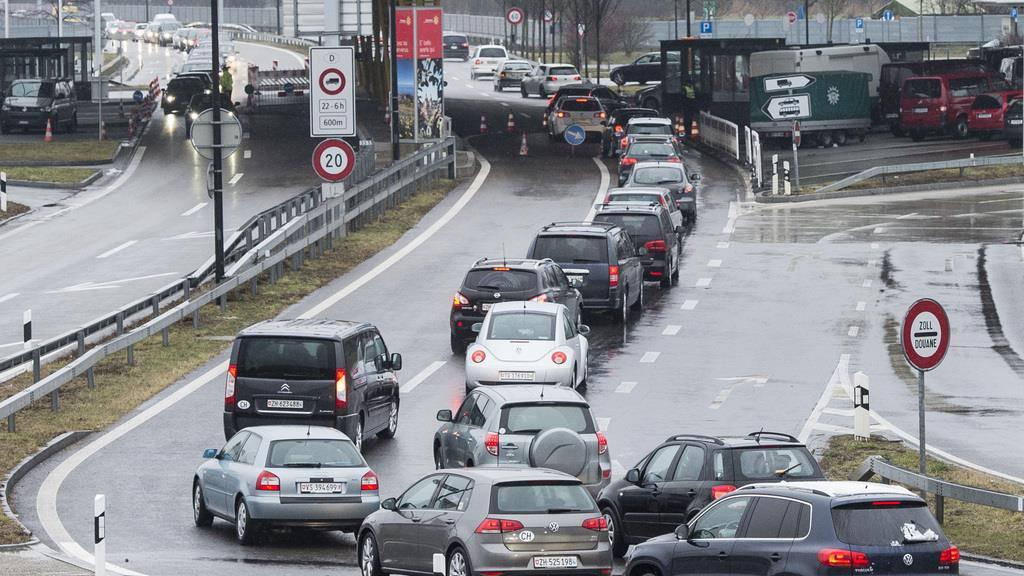 Viele kommen aus der Schweiz nach Konstanz. Ein Problem für die Thurgauer Händler.