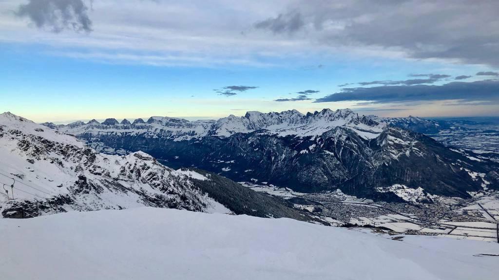 Die Pizolbahnen starten bereits am Freitag in die Saison, denn Schnee liegt bereits genügend.