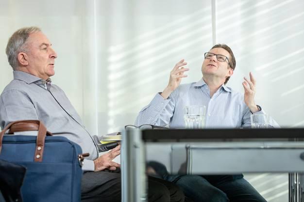Streitgespräch zum neuen Wassergesetz in der Redaktion der Limmattaler Zeitung in Dietikon mit Ruedi Lais(älterer Herr) und Josef Wiederkehr, am Mittwoch 16. Januar.