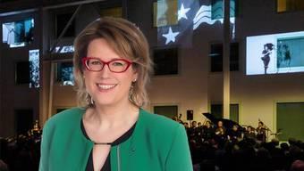 SVP-Grossrätin Désirée Stutz will wissen, wie die korrekte Verwendung von Steuergeldern sichergestellt wird, im Hintergrund die 50-Jahr-Feier des Aargauer Kuratoriums.
