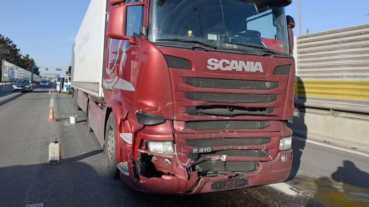 Auch der Fahrer des LKW kam unbeschadet davon.