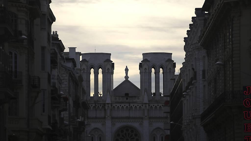 Chor von Notre-Dame gibt Weihnachtskonzert in Kathedrale