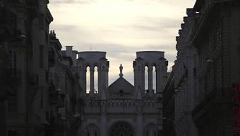 ARCHIV - Der Chor von Notre-Dame wird an Heiligabend erstmals wieder ein Konzert in der schwer beschädigten Pariser Kathedrale geben. Foto: Daniel Cole/AP/dpa