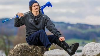 Krücken statt Ski: Dimitri Isler muss nach einem Sturz drei Monate pausieren.
