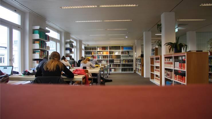 Neben der Ausleihe bleibt am Montag neu auch der Lesesaal der Zentralbibliothek Solothurn geschlossen.